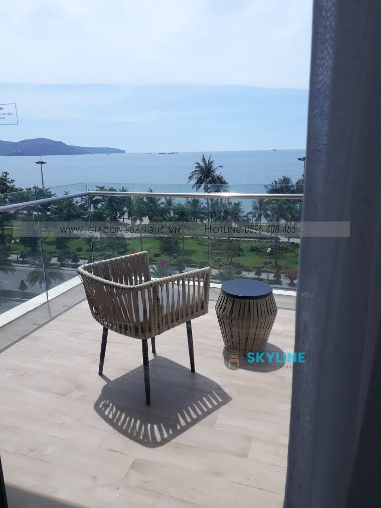Bộ bàn ghế nhựa giả mây cao cấp cho ban công khách sạn biển