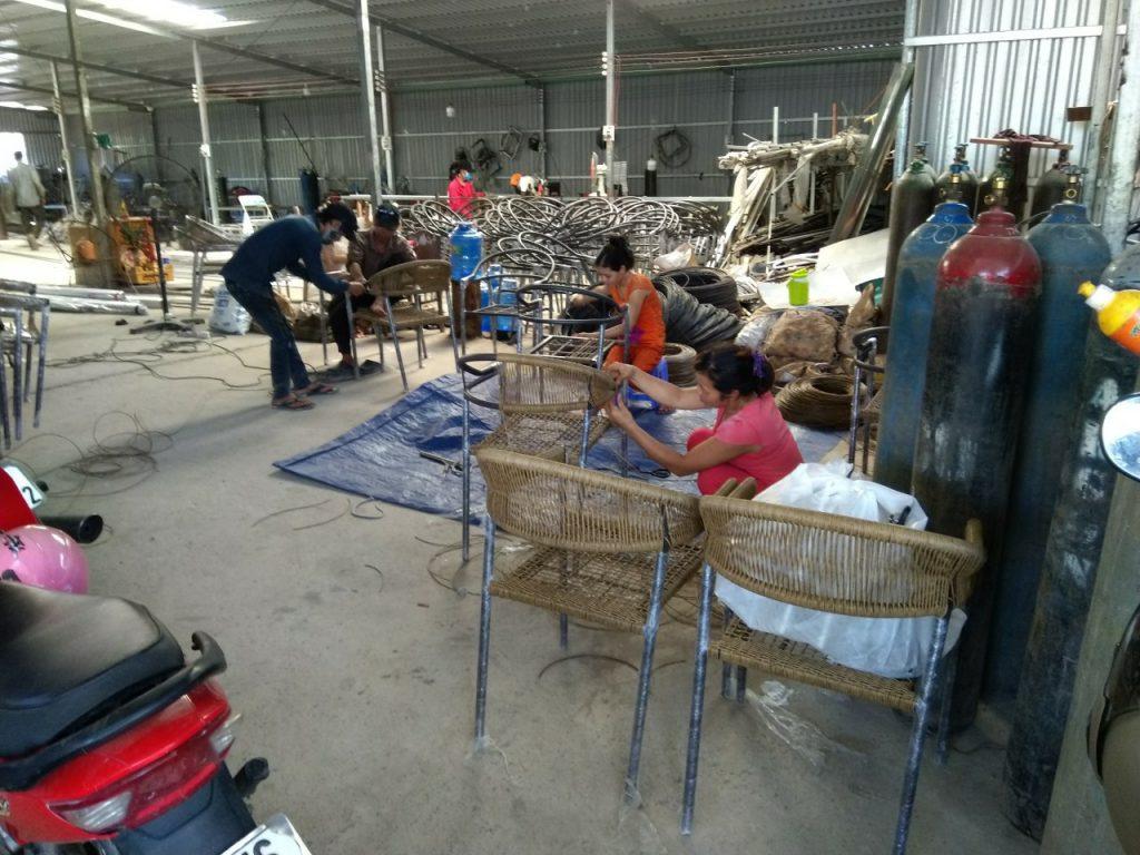 xưởng sản xuất bàn ghế hồ chí minh