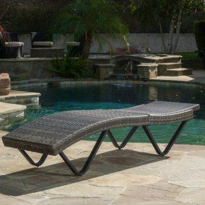 ghế dài phơi nắng bể bơi